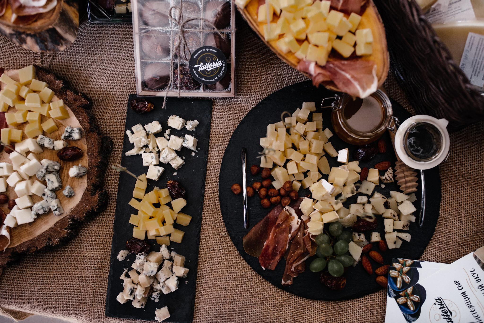 Dolce Vita в поселке «Примавера»: дорогие сыры, мудборд и фото на фоне декораций от одного из лучших дизайнеров Казани